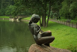 Statue in the Botanical Garden in Minsk